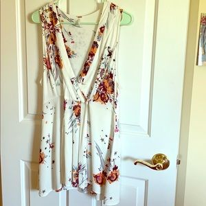 Free People adorable wrap top with unique design